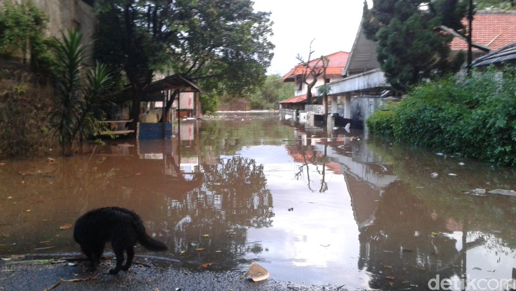 Tolong! Kompleks Perumahan CPM di Jalan Prapanca Banjir Hingga 2 Meter
