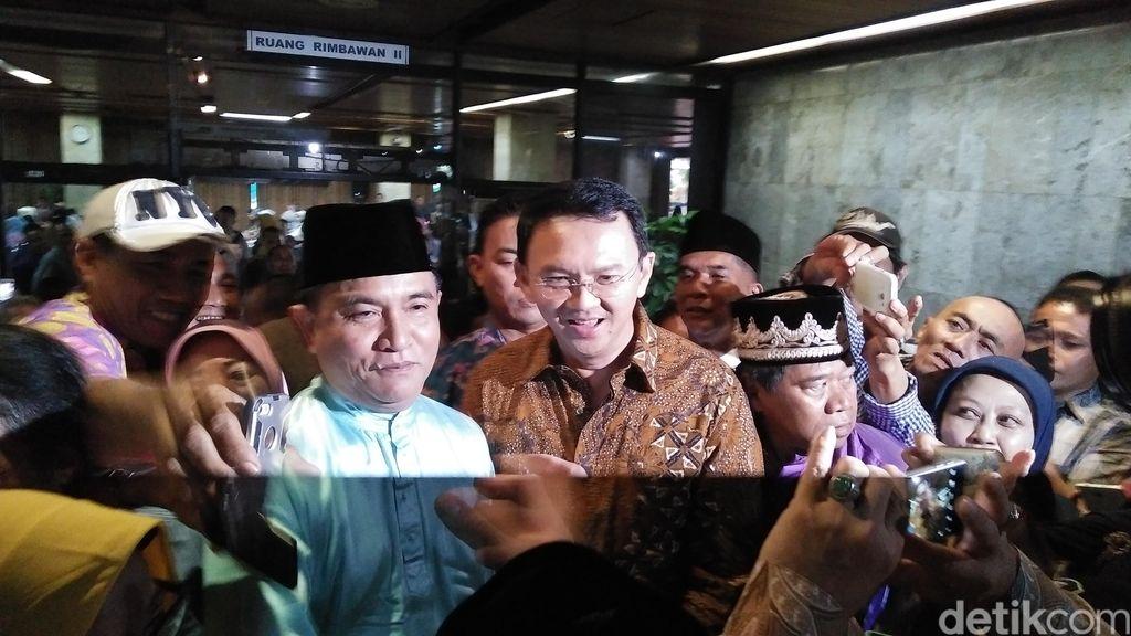 Foto Bareng Ahok, Yusril: Politik Boleh Beda Tapi Silaturahim Jalan Terus
