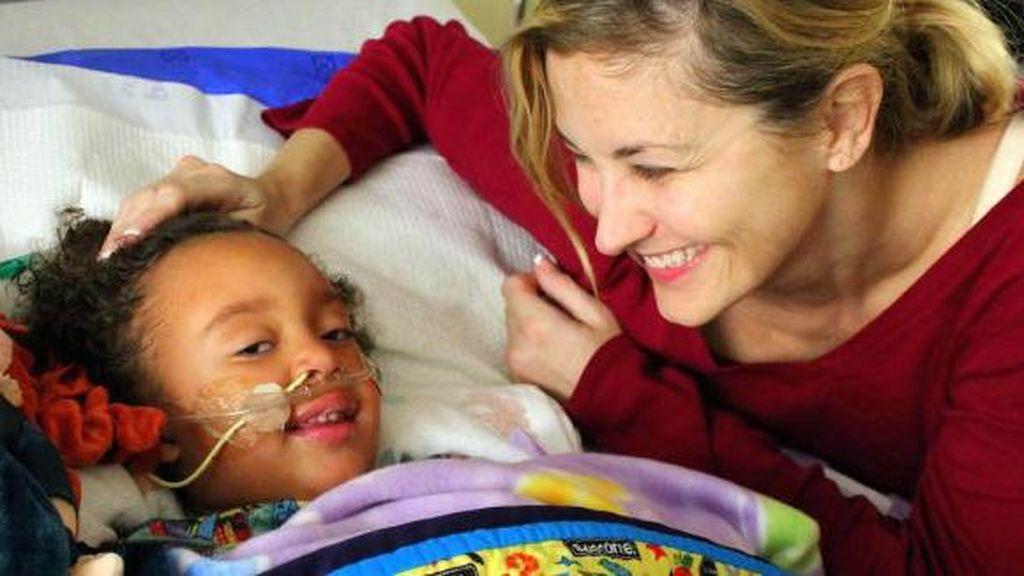 Penuh Haru, Kisah Dena Mendapat Donor Ginjal untuk Putrinya