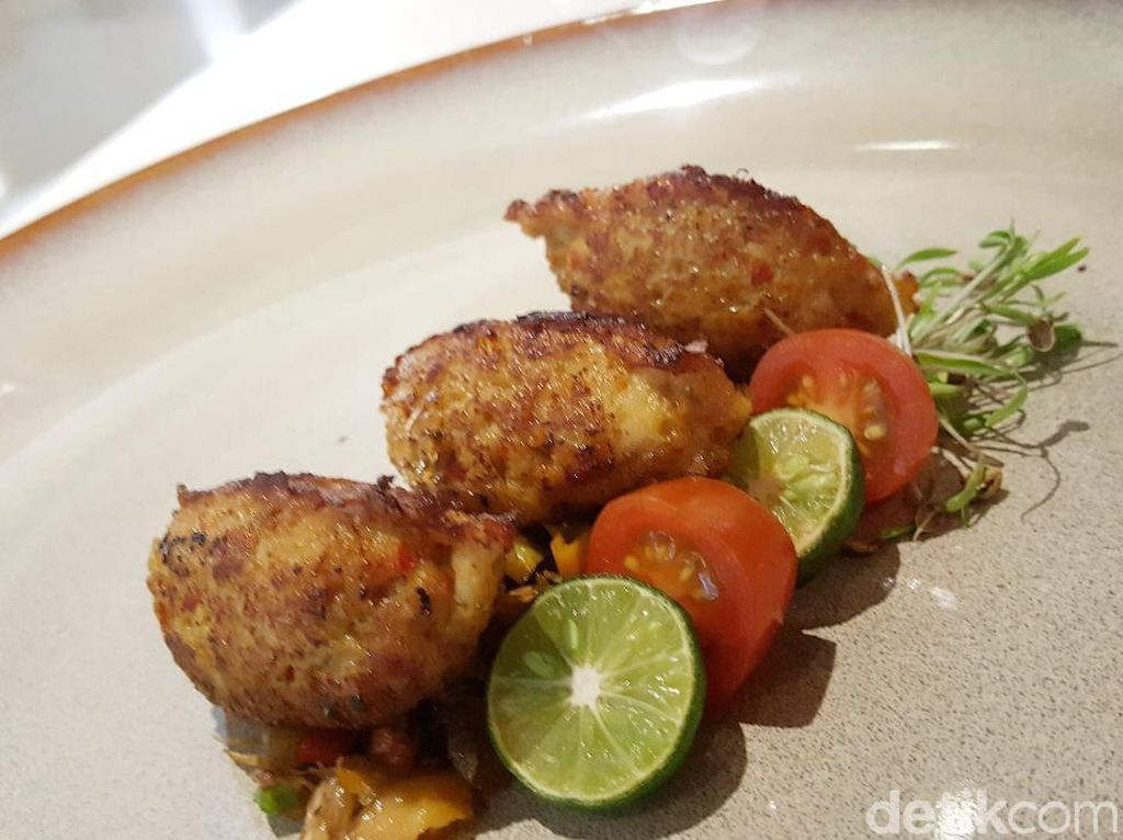 Resep Seafood: Quenelle of Balinese Spice Chicken with Sambal Mbe