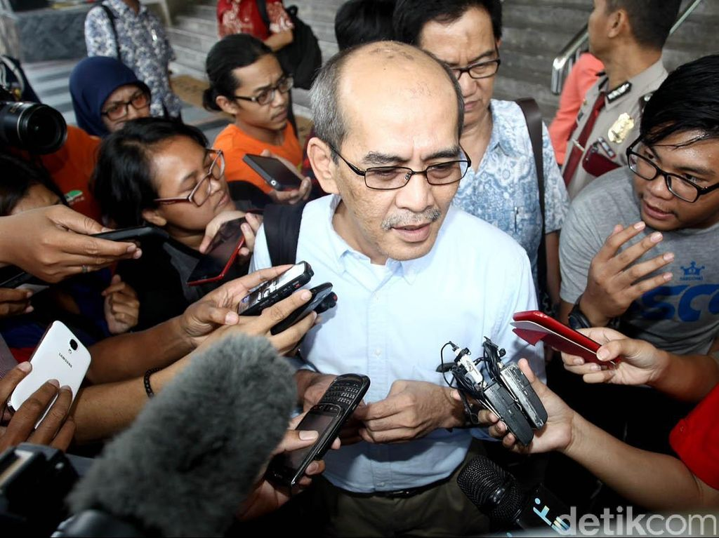 Dukung Calon Independen, Faisal Basri Berikan KTP untuk Ahok
