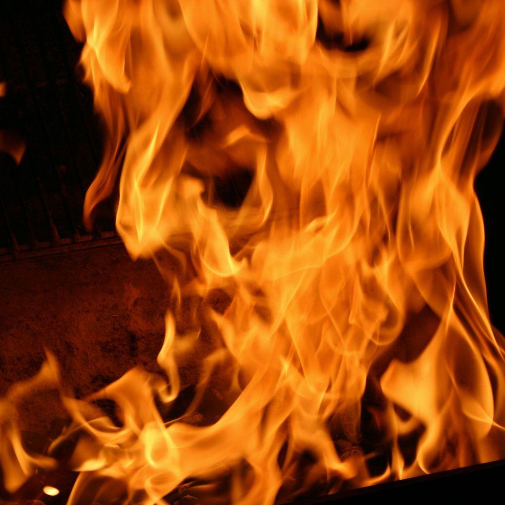 Mobil Terbakar di Tol Cikampek KM 23, Lalu Lintas Padat