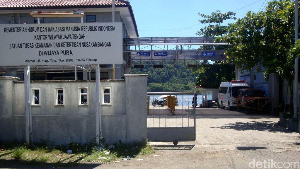 Jelang Eksekusi Mati Gembong Narkoba, Personel Brimob Masuk ke Nusakambangan
