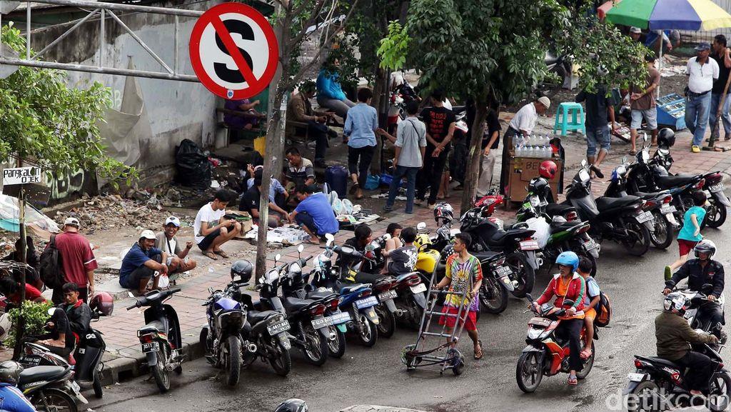 Strategi Dishub DKI Berantas Parkir Liar yang Tak Pernah Jera