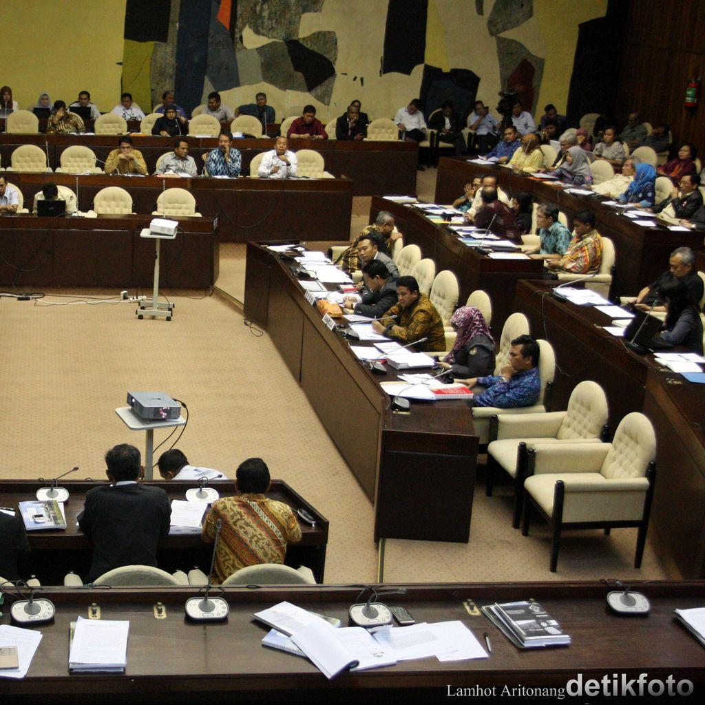 Penjelasan Komisi II Soal Revisi UU Pilkada yang Molor