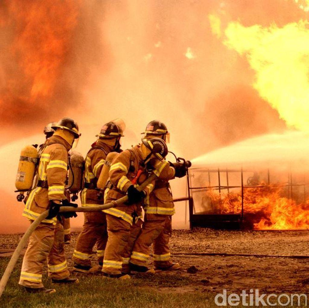 Rumah Dua Lantai Terbakar di Pancoran