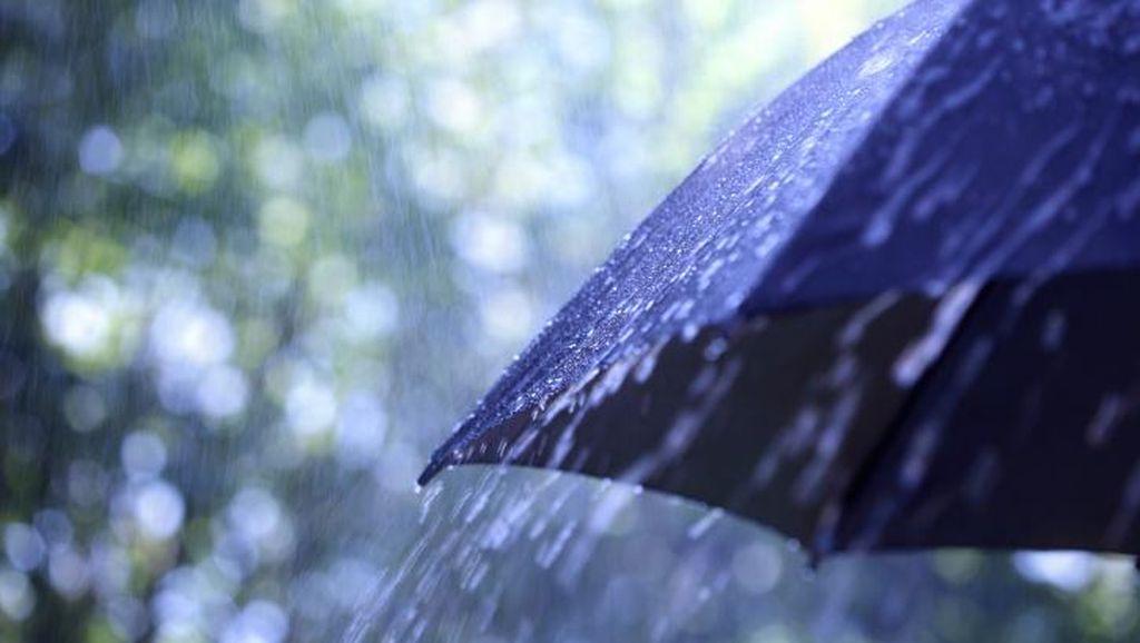 Hujan Badai Disertai Es Melanda Kota Bandung
