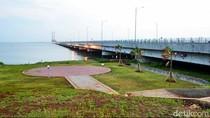 Mulai Hari Ini Tarif Tol Jembatan Suramadu Turun 50%, Motor Gratis