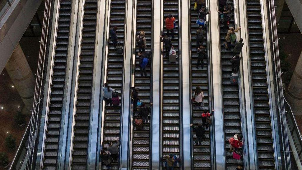 Mengerikan! Terperosok ke Dalam Eskalator, Wanita China Tewas
