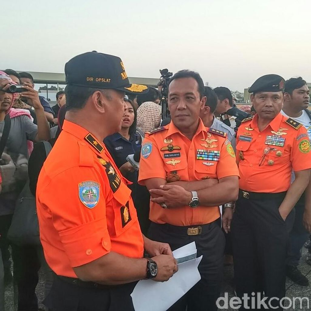 Tim Basarnas Mulai Evakuasi Korban Pesawat Aviastar
