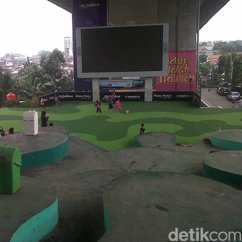 Taman Film yang Rusak Diperbaiki Bobotoh, ini Respons Ridwan Kamil