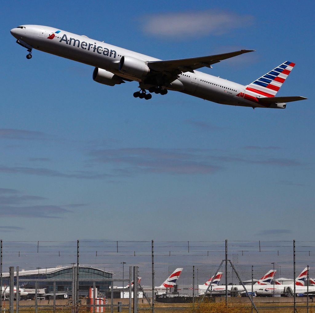 Pesawat American Airlines Terbakar Saat Akan Lepas Landas di Chicago