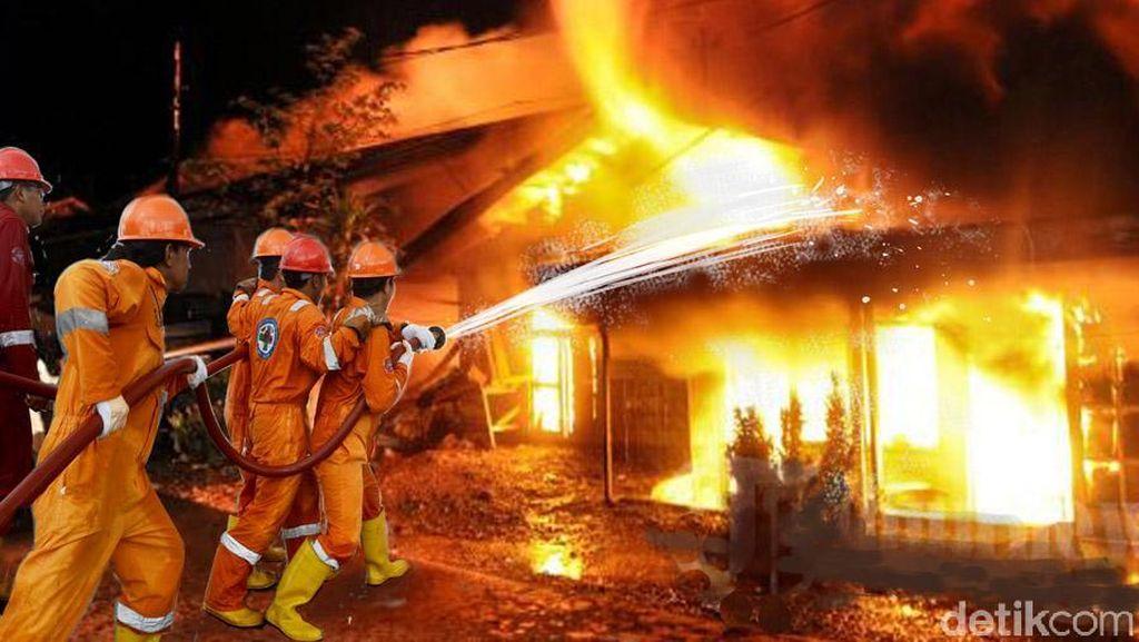 Panel Listrik Mal Bassura yang Terbakar Sudah Padam, Lalin Sempat Macet