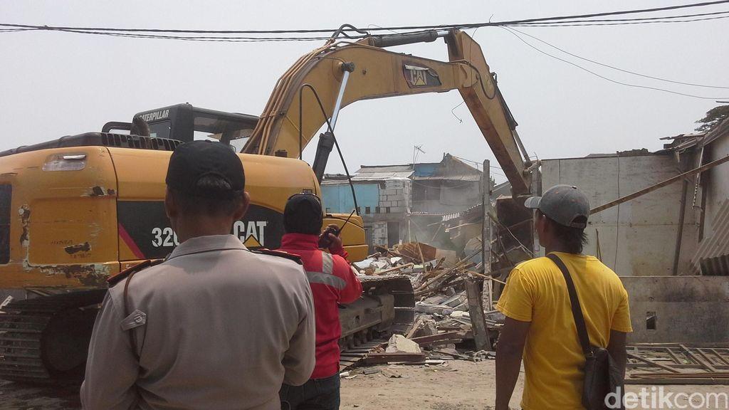 Normalisasi Waduk Pluit, Puluhan Rumah Rata Menjadi Tanah