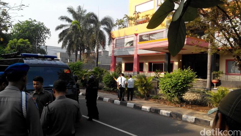 Granat Meledak di Duren Sawit, Saksi: Buuum, Suara Keras Bikin Alarm Mobil Menyala
