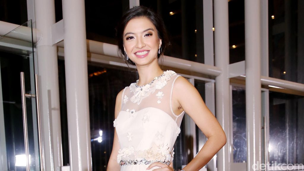 Raline Shah, Lovely in White