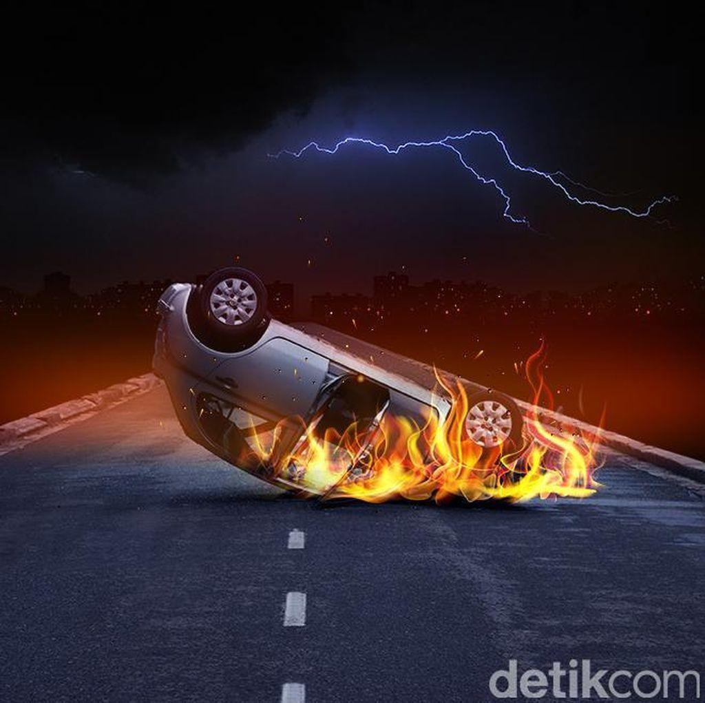 Kendaraan Terbakar di KM 26 Tol Cikampek Arah Jakarta