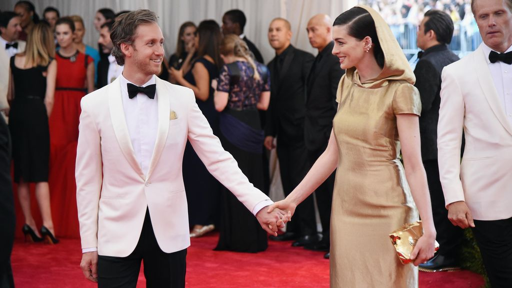 Anne Hathaway Hamil Anak Pertama