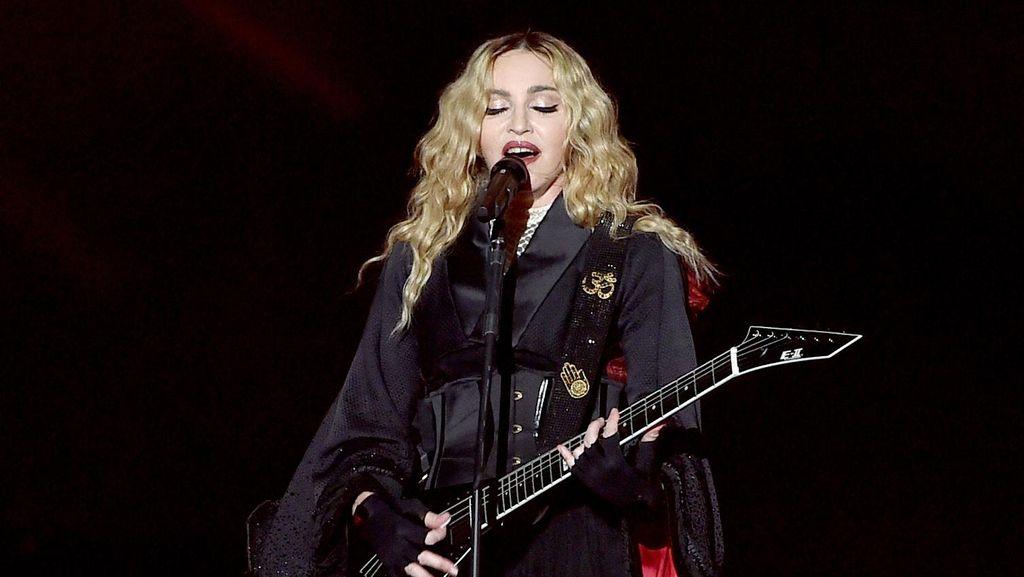 Manggung di Singapura, Madonna Mampir ke Indonesia?