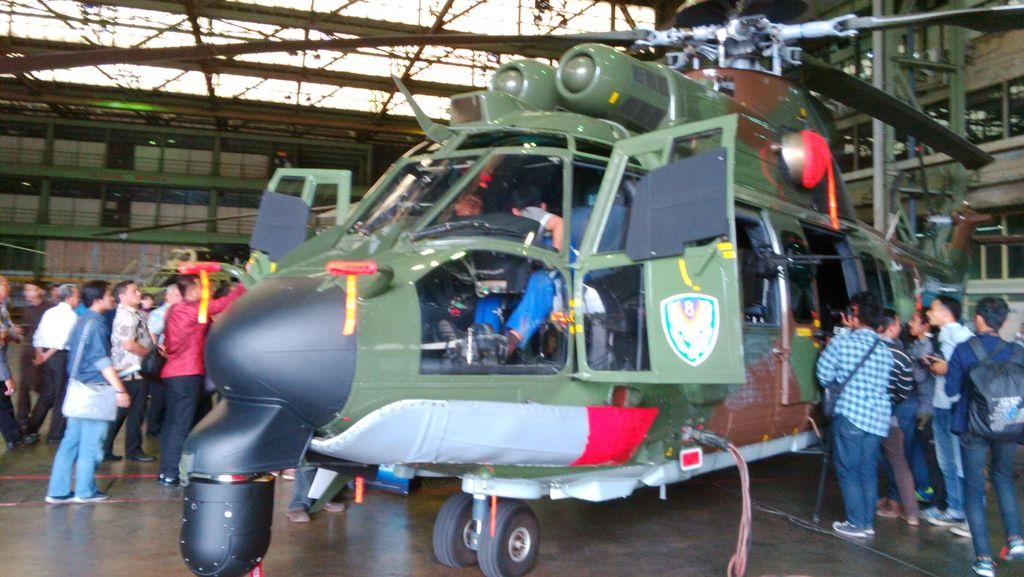 Luhut Sebut Helikopter Cougar Buatan PT DI Cocok Dipakai Jokowi
