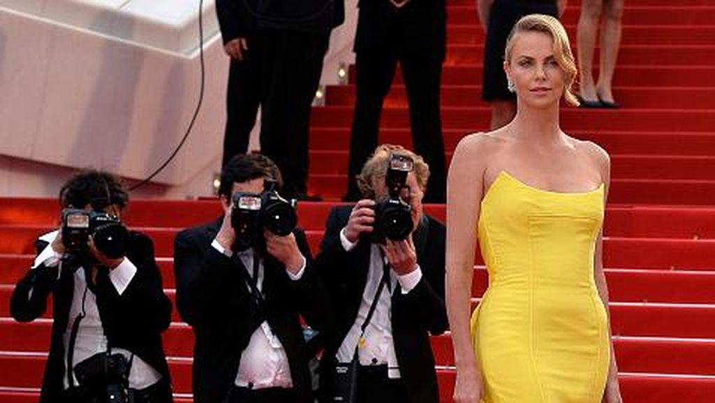 Charlize Theron Ungkap Alasan Batal Tunangan dengan Sean Penn
