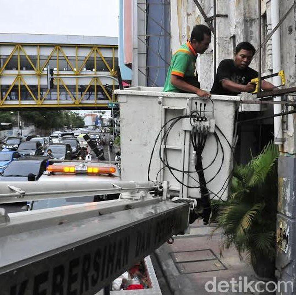 Jumlah Penertiban Reklame di Surabaya Januari - Oktober Menurun