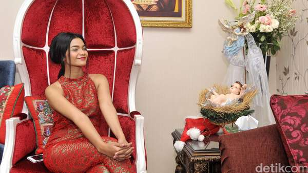Citra Scholastika Serba Merah di Hari Natal