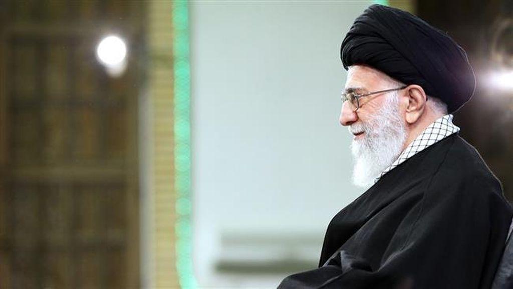 Sambut Baik Pencabutan Sanksi, Khamenei Minta Iran Tetap Waspadai AS
