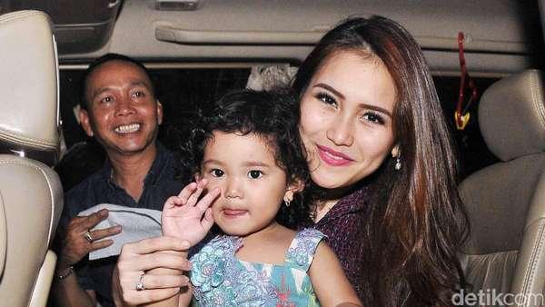 Aww, Putri Ayu Ting Ting Cute dengan Dress Tutu