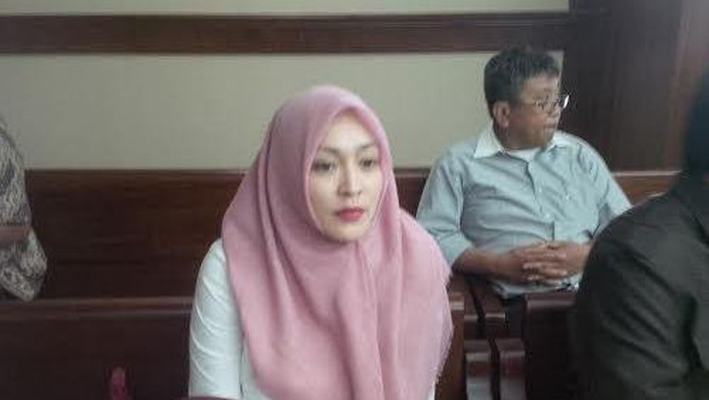 Hukuman Dikurangi MA, Angelina Sondakh Tetap Terpukul