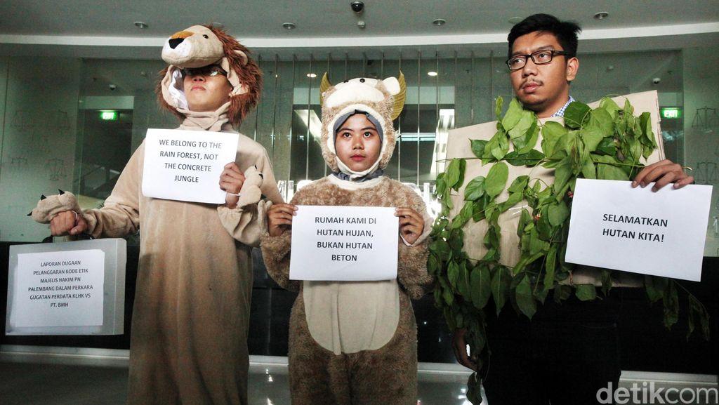 KY Skorsing Parlas Nababan Bakar Hutan Tidak Merusak Lingkungan Hidup
