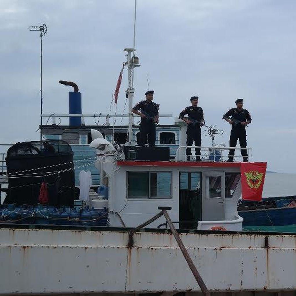 Penyelundup Pakaian Bekas Mengamuk, Lempar Molotov ke Kapal Bea Cukai