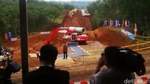 Pembangunan Infrastruktur di Daerah Perbatasan Pakai Ekskavator Buatan Pindad