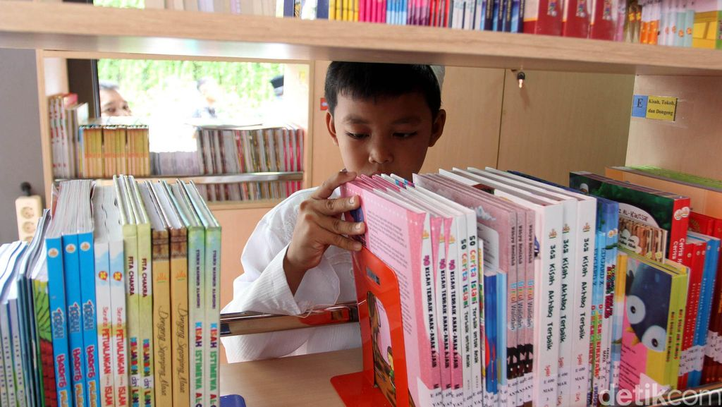 Pemprov DKI Targetkan Guru dan Siswa Baca 5 Juta Judul Buku Dalam Setahun