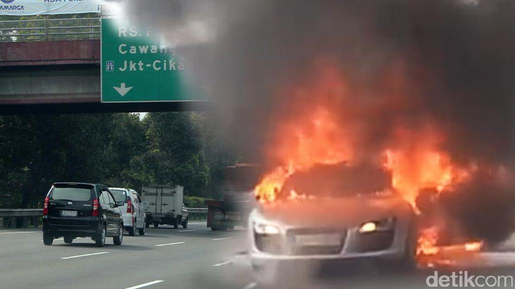 Mobil Carry yang Terbakar di Tol JORR Ditabrak Bus Mayasari Bhakti