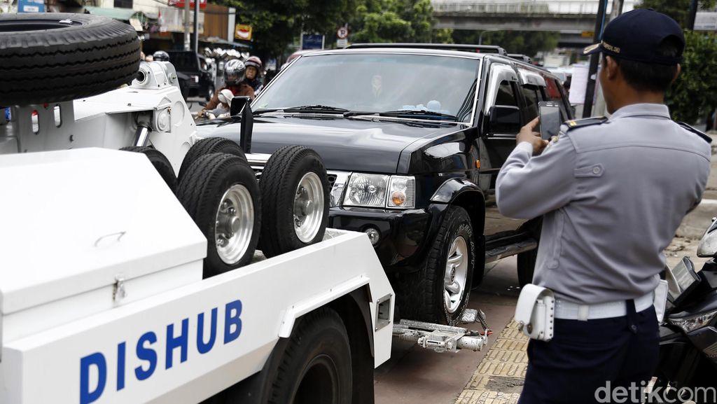 Derek 7.490 Unit Kendaraan yang Parkir Liar, Dishub DKI Raup Rp 3,8 M