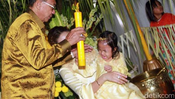 Anak Ayu Dewi Mandi Air Lemon