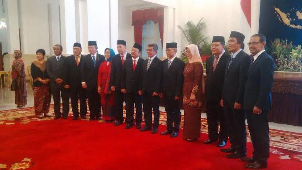 Presiden Jokowi juga Lantik Anggota KY dan Ombudsman di Istana