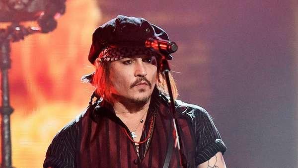 Hollywood Vampires Guncang Panggung Grammy 2016