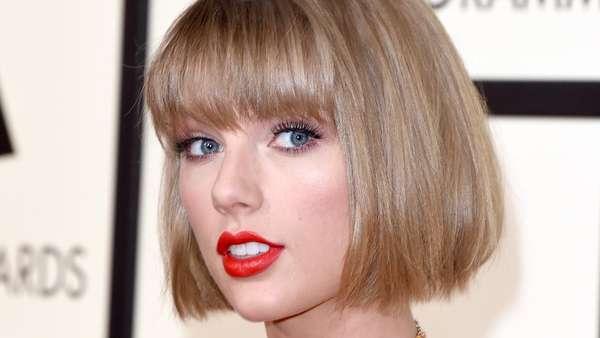 Taylor Swift Seksi dan Cantik Banget di Grammy Awards 2016!