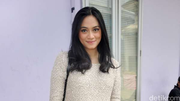 Nadia Vega Mesra Peluk Suami, Raffi dan Nagita Ulang Tahun