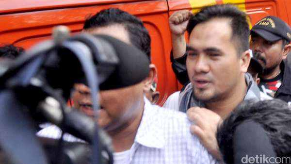 Kiss Bye Saipul Jamil Saat Kembali ke Penjara