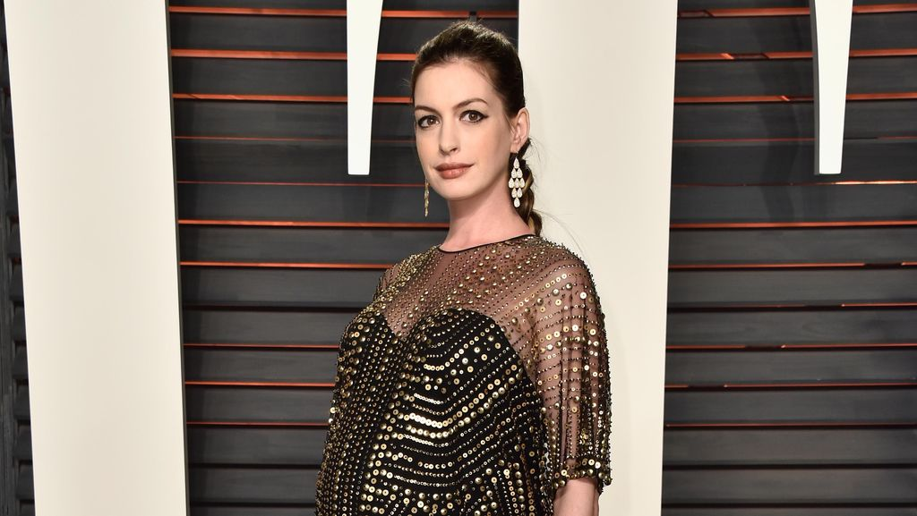 Anne Hathaway Nikmati Momen Jadi Ibu Baru