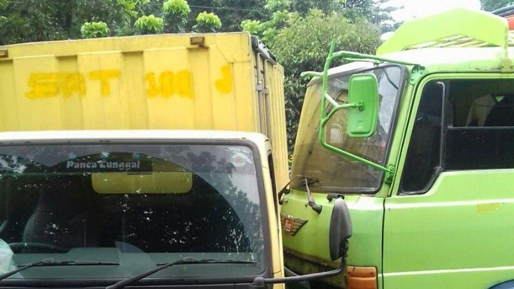 Keserempet Tabrakan Beruntun di Cileungsi, Pedagang Asongan Dibawa ke RS