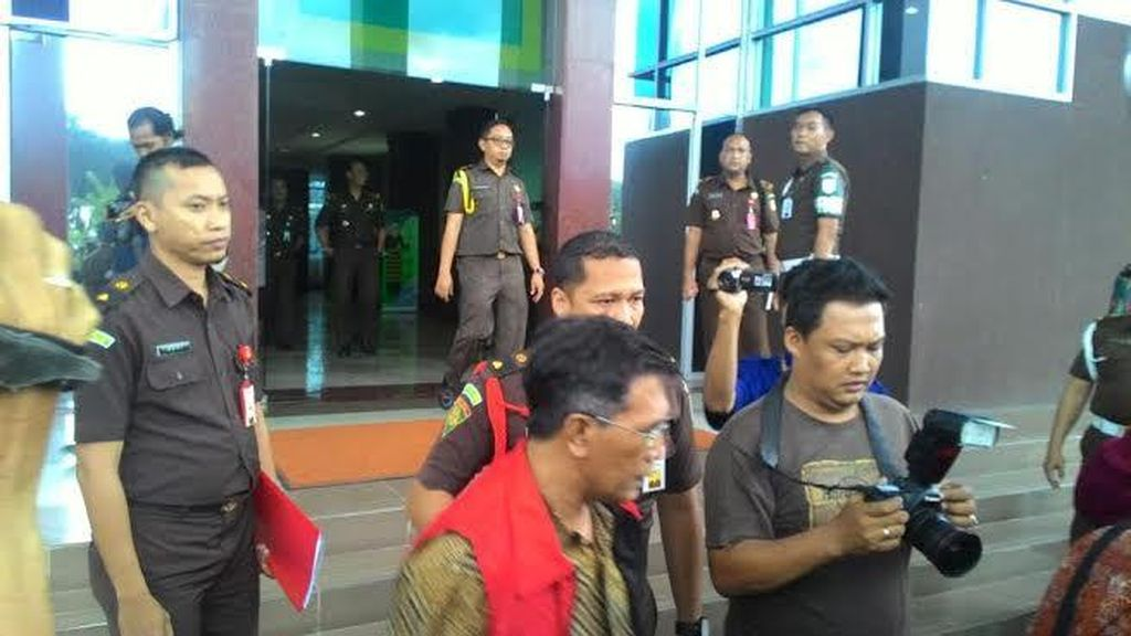 Dua Pejabat dan Satu Rekanan KPU Jatim Ditahan