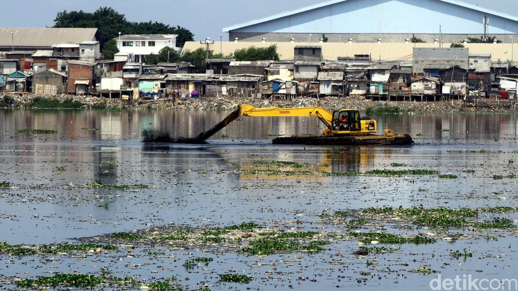 Solusi Ahok untuk Pompa Waduk Pluit yang Mati: Ganti Kabel