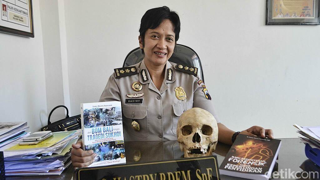 AKBP Sumy Hastry, Polisi Bergelar Doktor Spesialis Forensik Pertama di Asia