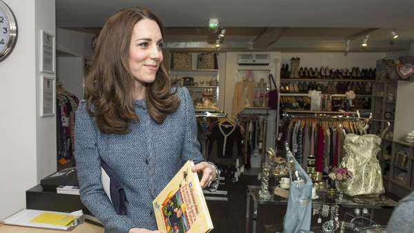 Always Stunning! Kate Middleton Tebar Senyuman