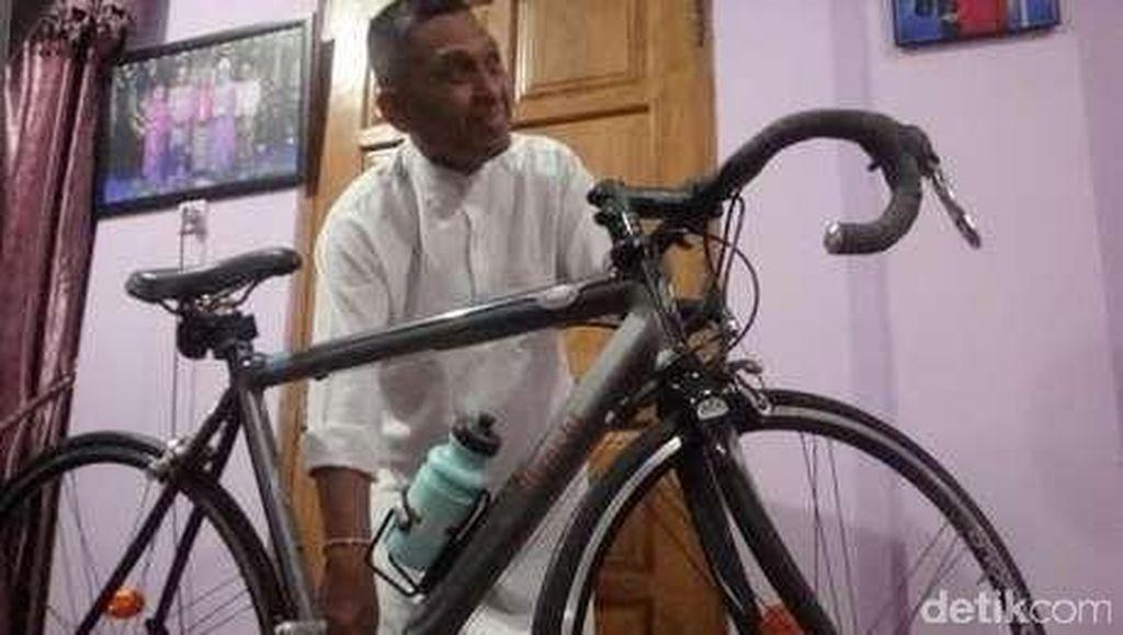 Mengenang Hakim Nenek Minah, Bersepeda dan Sindir Kolega yang Pakai Jam Mewah