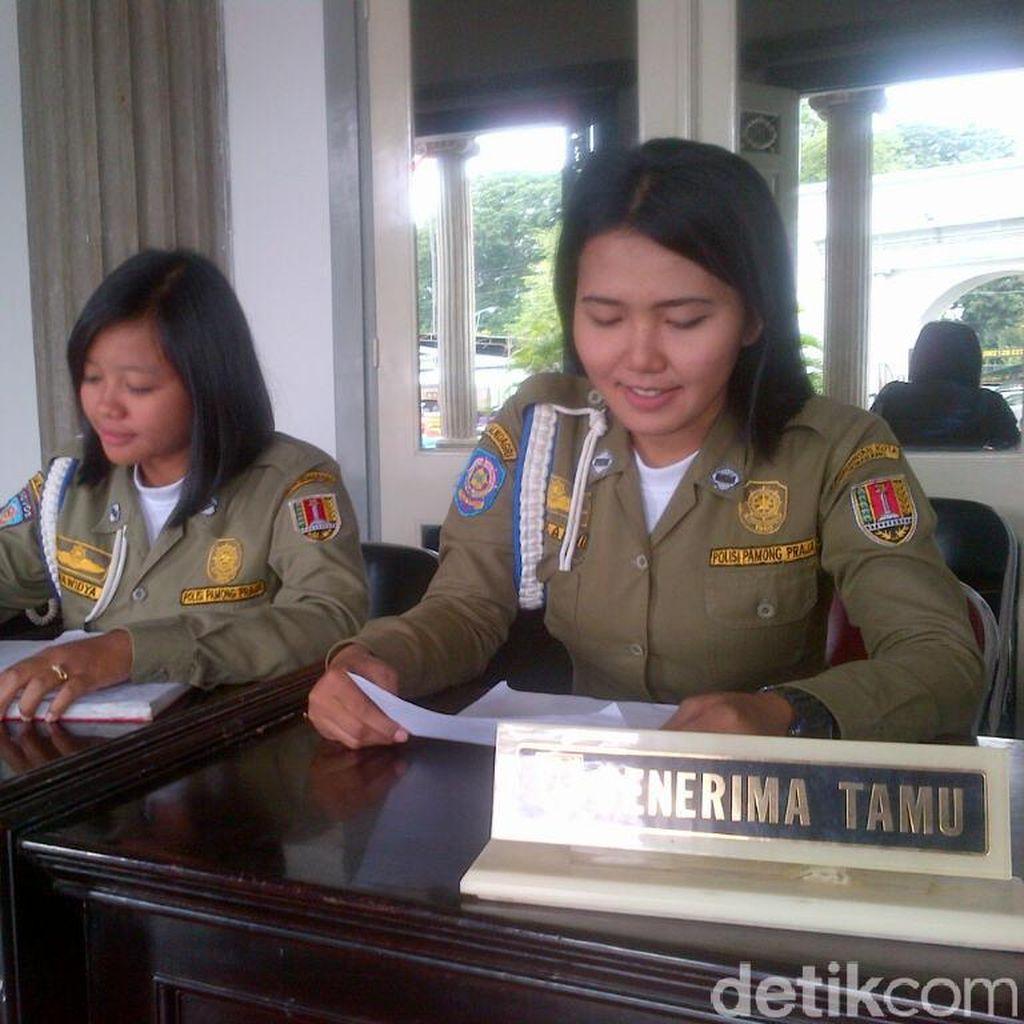 Kini Balai Kota Semarang Dijaga Satpol PP Cantik agar Warga tak Takut Bertamu